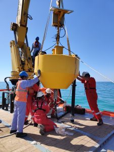 RAK Ports and @Emirates Tech recently teamed up to deploy two @MetOcean data buoys on behalf of RAK EPDA.
